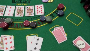 蜗牛德州扑克SNG 2-5人桌的打法策略变换