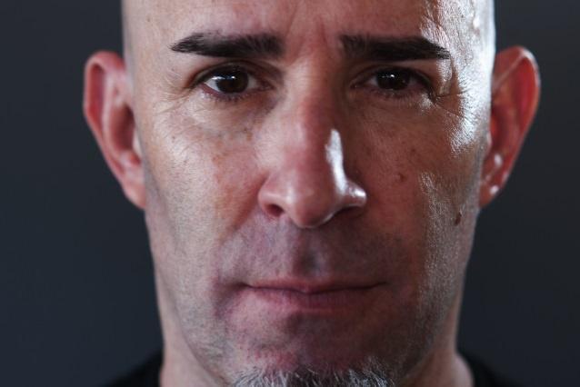 蜗牛扑克:炭疽乐队成员Scott Ian说自己成为职业牌手已有四五年了
