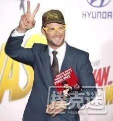 【蜗牛扑克】回应?Chris Hemsworth以Phil Hellmuth的装扮出席电影首映礼!