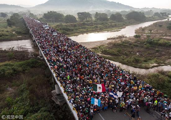 【蜗牛棋牌】中美洲移民没到美墨边境 对特朗普诉状已到华盛顿