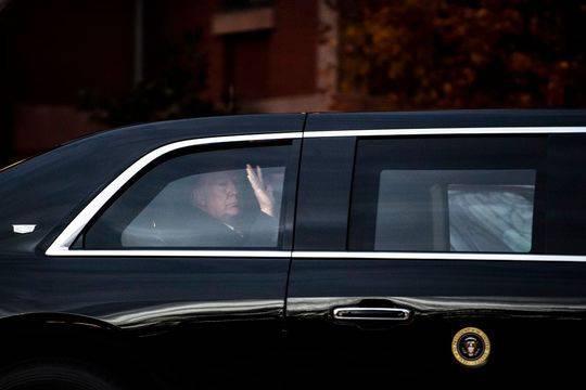 【蜗牛棋牌】特朗普会见小布什:200多米的距离动用了八辆车