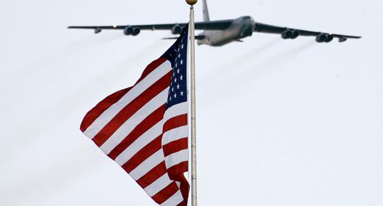 【蜗牛棋牌】美军两架B52战略轰炸机飞抵欧洲 目前已有6架