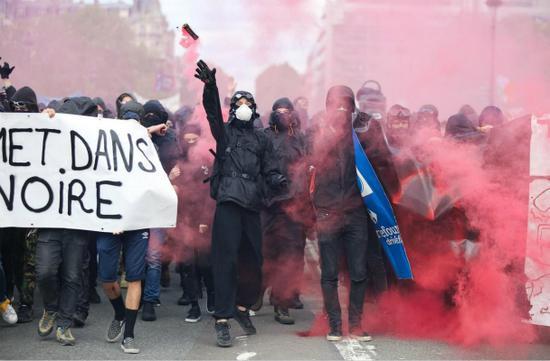 【蜗牛棋牌】五一劳动节大游行在即 巴黎警察局严阵以待