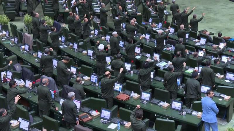 """【蜗牛棋牌】伊朗伊斯兰议会""""快闪"""":议员高喊""""美国去死"""""""