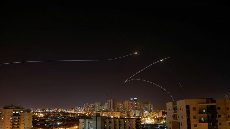 【蜗牛棋牌】250枚火箭弹从加沙飞向以色列 以方报复性空袭