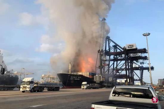 【蜗牛棋牌】泰国一货轮集装箱发生爆炸 约50人受伤(图)