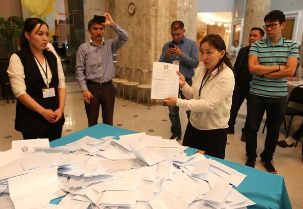 【蜗牛棋牌】哈萨克斯坦大选民调:现总统托卡耶夫获70%支持率