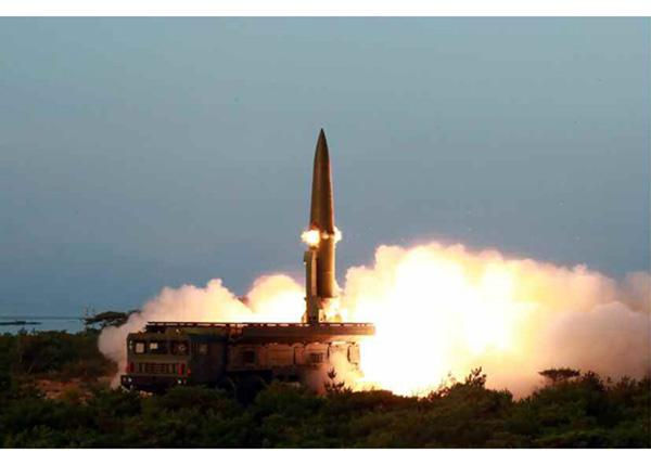 【蜗牛棋牌】射导弹视察神秘潜艇 朝鲜一周三次军事动作要干啥