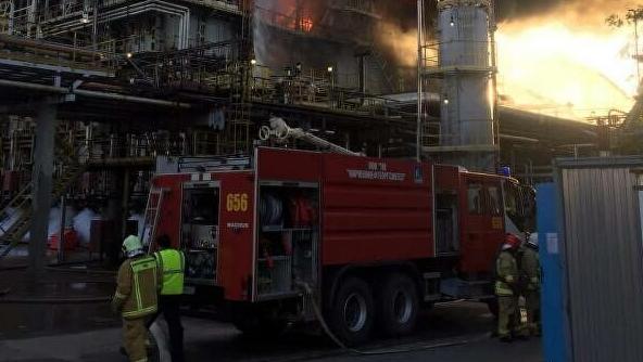 【蜗牛棋牌】俄罗斯列宁格勒州一炼油厂起火 火灾面积90平方米