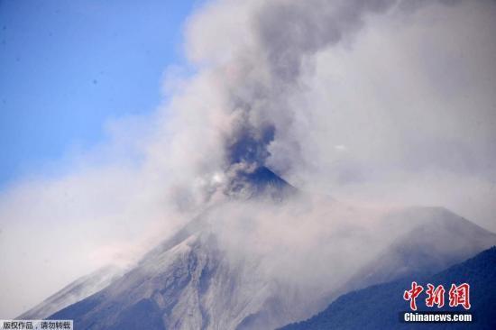 【蜗牛棋牌】俄堪察加半岛舍维留奇火山喷发 灰柱高达4000米