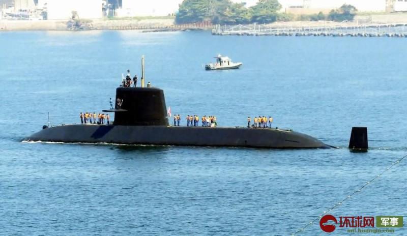 【蜗牛棋牌】台风过后日本潜艇出海训练 方向舵却转不动了