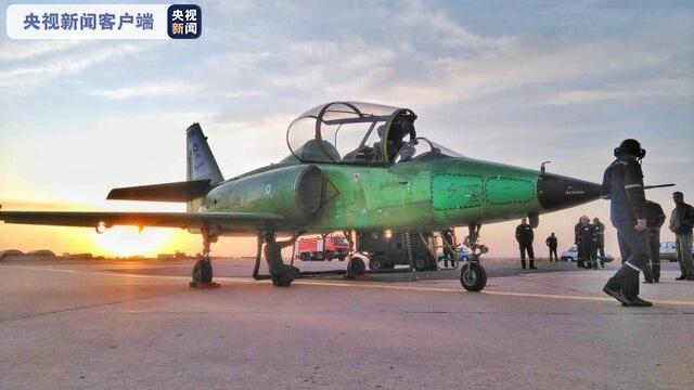 【蜗牛棋牌】伊朗公布一款自主研发的超音速高级喷气式教练机