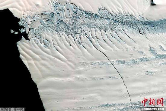 【蜗牛棋牌】南极洲巨大冰山崩落 科学家:与气候变迁无关