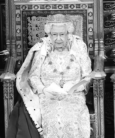 """【蜗牛棋牌】英女王:政府首要任务是按时""""脱欧"""""""