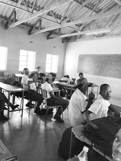 """【蜗牛棋牌】""""后穆加贝时代""""的津巴布韦 学者:应学中国经验"""