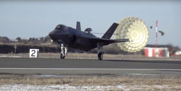 【蜗牛棋牌】挪威抱怨F-35隐身战机减速伞故障太多 需重新设计