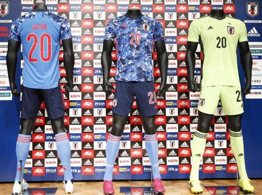 【蜗牛棋牌】日本国家足球队发布最新款队服 韩媒:像军服(图)