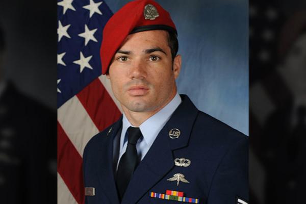 【蜗牛棋牌】美国大兵从C130运输机上坠落后失踪
