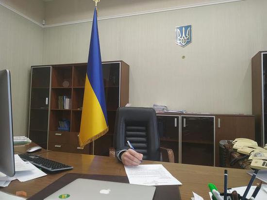 【蜗牛棋牌】乌克兰总理陷辞职风波后 乌司法部长上传照片力挺
