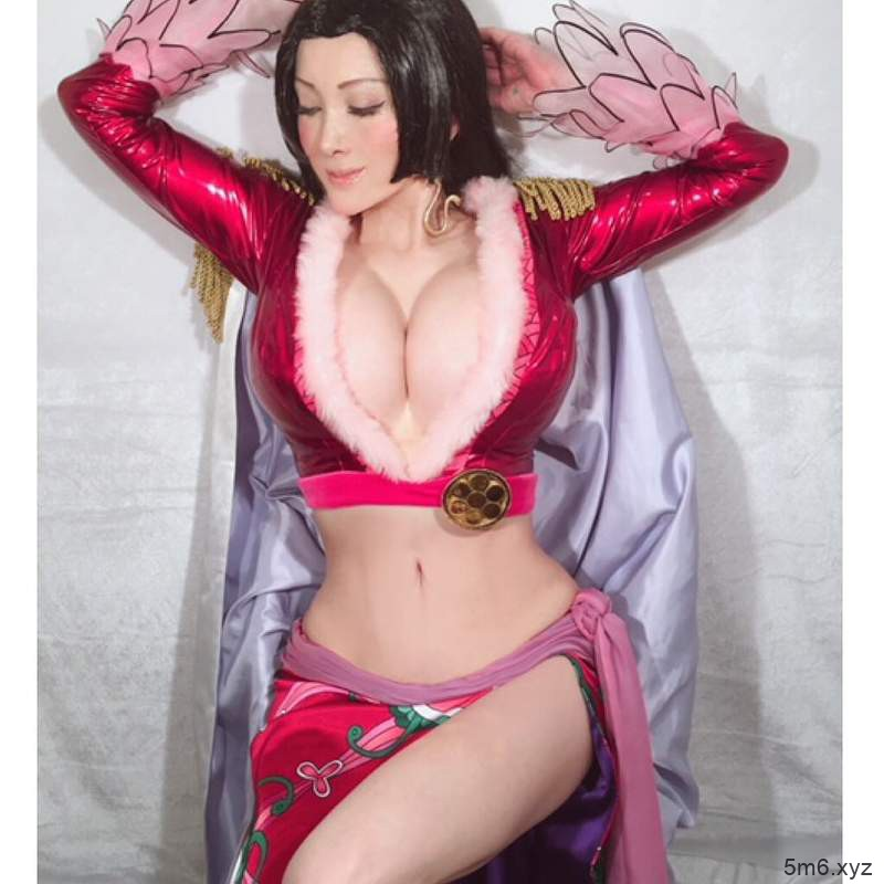 【蜗牛棋牌】叶美香cosplay《航海王》蛇姬 二次元身材高度还原角色