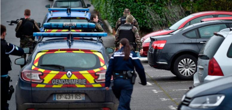【蜗牛棋牌】法国19岁士兵持刀袭击宪兵 被后者连开2枪制服