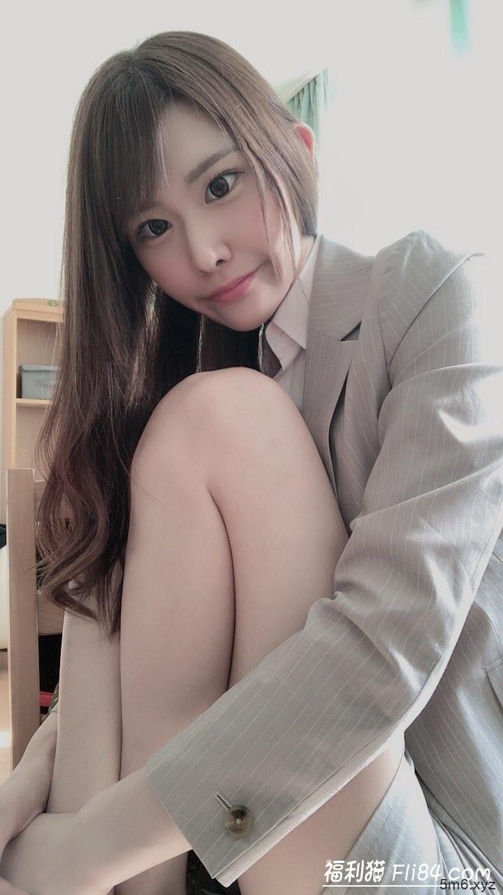 【蜗牛棋牌】HND-811:长腿妹子椎叶绘麻(椎叶えま)双重解禁啦!