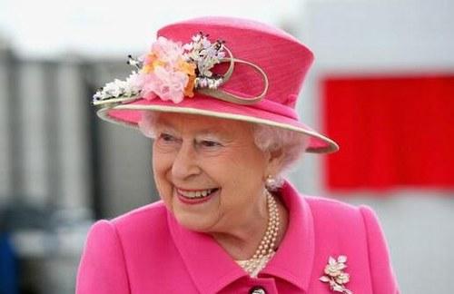 【蜗牛棋牌】英女王举办迷你阅兵仪式庆94岁生日 未邀请其他王室成员