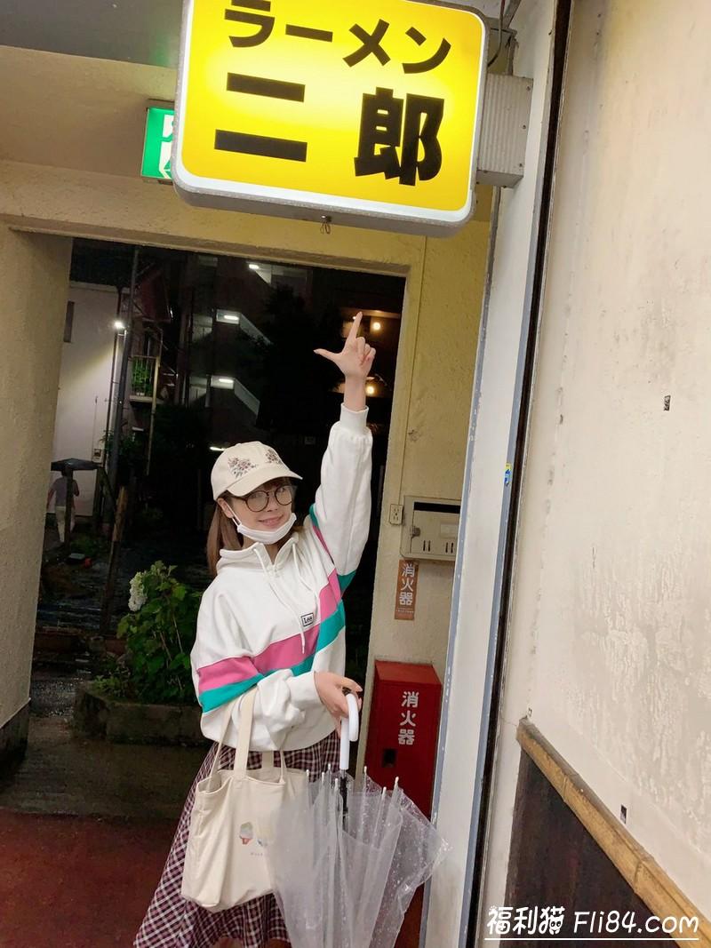 """【蜗牛棋牌】吃货萝莉""""桃乃木かな""""一年间征服全日本拉面二郎 甜美""""事后照""""真的超呆萌!"""