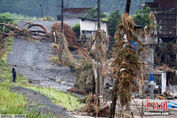 【蜗牛棋牌】日本暴雨已致72人死亡 安倍赴灾区为遇难者祈祷