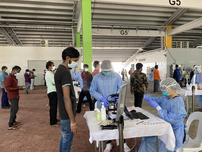 【蜗牛棋牌】新加坡33万外籍工人感染新冠肺炎比例超过15%