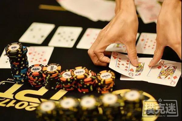 【蜗牛棋牌】世界德州扑克冠军和我们的区别:起手AA,他却毫不犹豫选择弃牌!