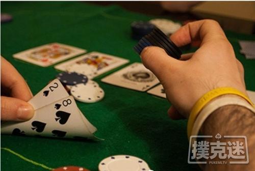 【蜗牛棋牌】德州扑克中翻牌击中三条,过度慢玩被河杀抬走
