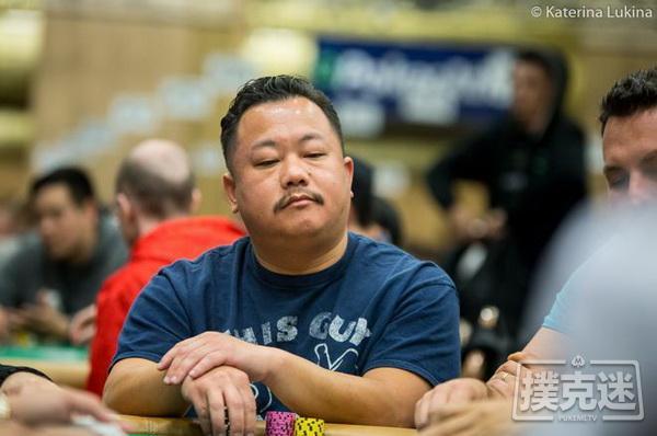【蜗牛棋牌】德州扑克牌局欣赏:Kou Vang识破Hellmuth的5高诈唬