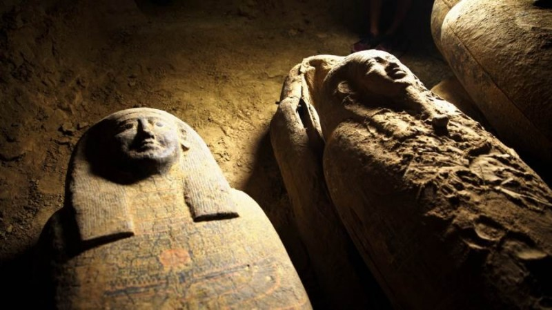 【蜗牛棋牌】埃及出土多具保存完好2500年前木棺