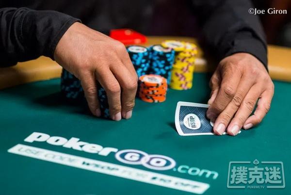 【蜗牛棋牌】线下德州扑克策略|泄露你手牌的3个方式
