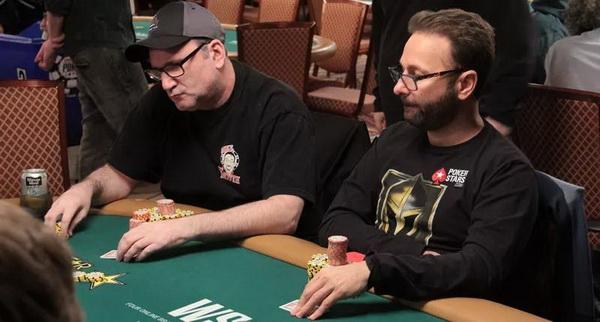 【蜗牛棋牌】Mike Matusow下注一万美元赌大丹牛击败Doug Polk!