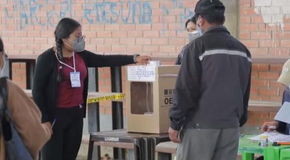 【蜗牛棋牌】玻利维亚举行总统和议会选举 730万选民将选出新总统