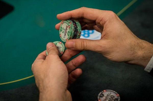 【蜗牛棋牌】德州扑克锦标赛牌手在筹码量不到25BB时所犯的最大错误