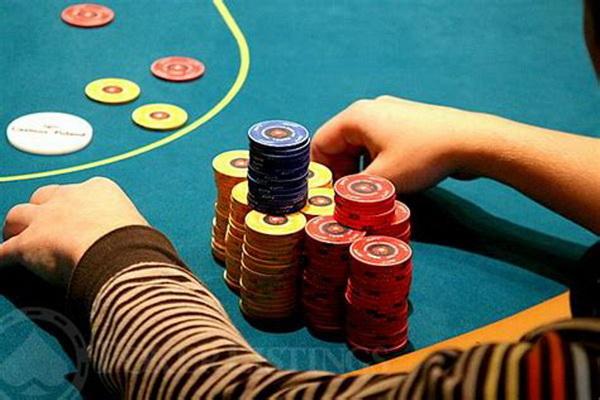 【蜗牛棋牌】德州扑克中如何像职业牌手那样持续下注