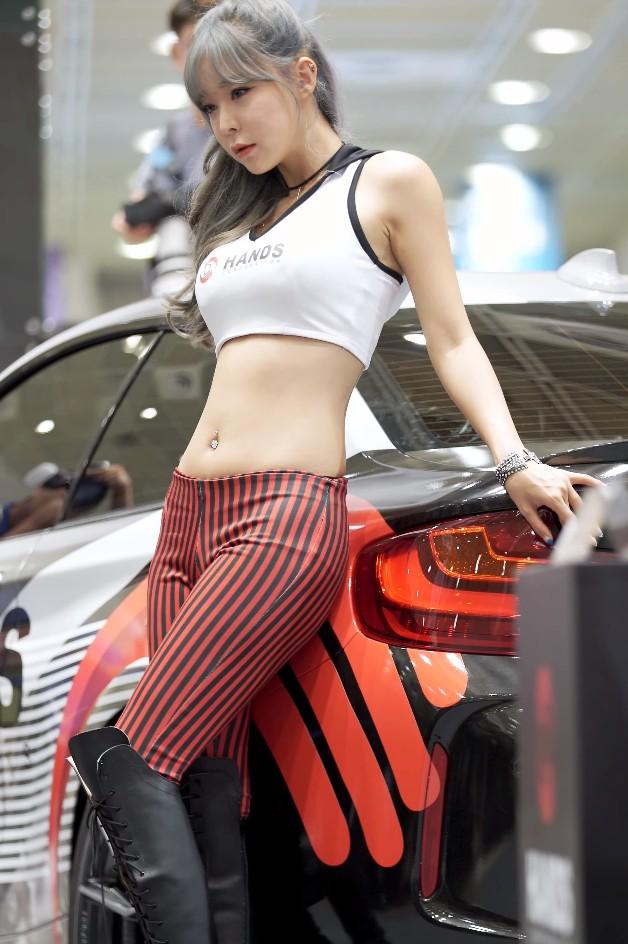 【蜗牛棋牌】韩国性感女模Han Soul车展直拍20200402