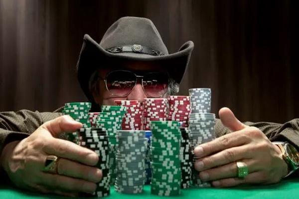 【蜗牛棋牌】德州扑克读牌时请考虑每一条街