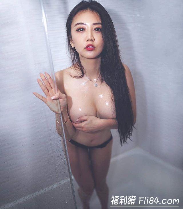 【蜗牛棋牌】KittyLi:自拍无极限!奔放华裔御姐晃动胸器意图使人硬梆梆!