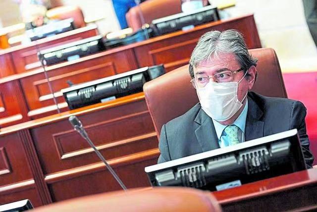 【蜗牛棋牌】哥伦比亚国防部长感染新冠肺炎入院