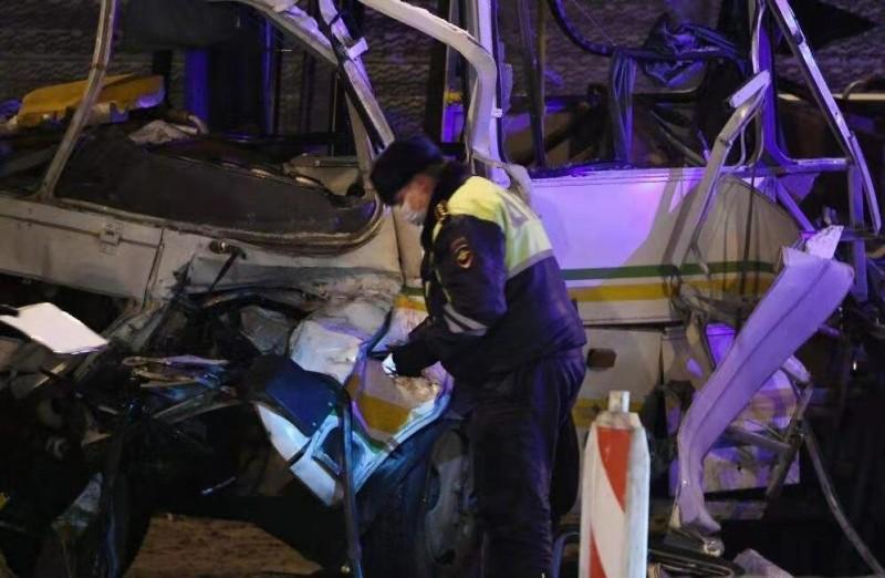 【蜗牛棋牌】俄一货车撞击俄军车队致4名军人死亡 42人受伤
