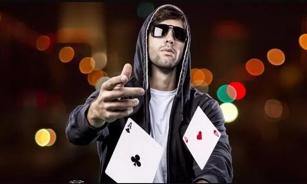 【蜗牛棋牌】德州扑克中减少波动的三种方法,学到就是赚到!