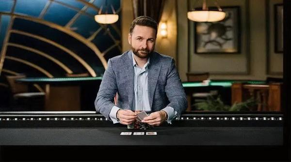 【蜗牛棋牌】Phil Hellmuth 与丹牛单挑对决即将开启! 托马斯·格拉维森扑克盈利1亿美元