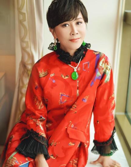 【蜗牛棋牌】刘嘉玲晒新年美照 戴全套翡翠首饰超吸睛