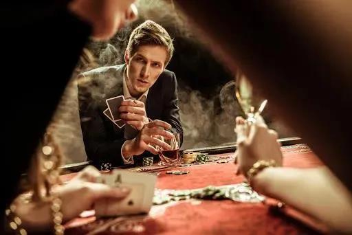 【蜗牛棋牌】德州扑克留意牌桌上的反常打法
