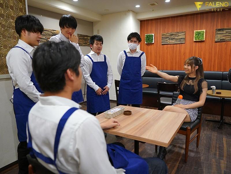 """【蜗牛棋牌】小恶魔""""河南実里""""挑战咖啡店同事 撑过10分钟就可以无套中出"""