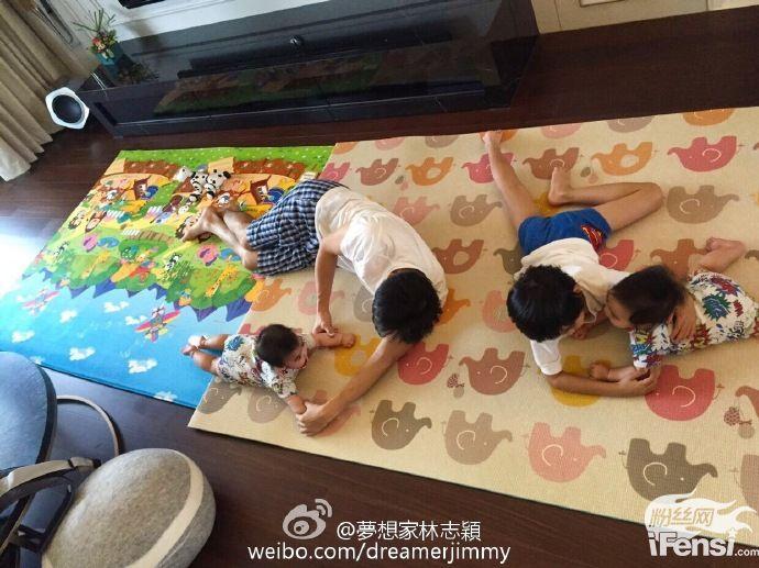 【蜗牛棋牌】林志颖晒Kimi兄弟合照:你家孩子是复印的?